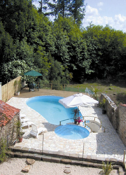 image of a gite with pool in the south vendee.France