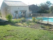 2 Bedroom gite with pool in the Deux Sevre.